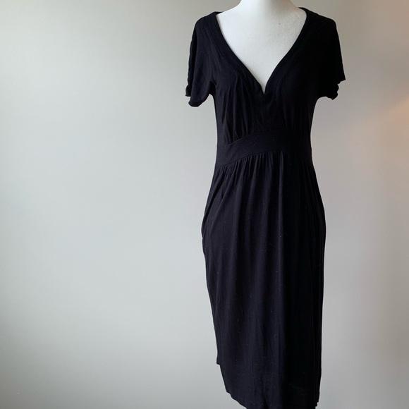 GAP Dresses & Skirts - Gap short sleeve v neck jersey dress